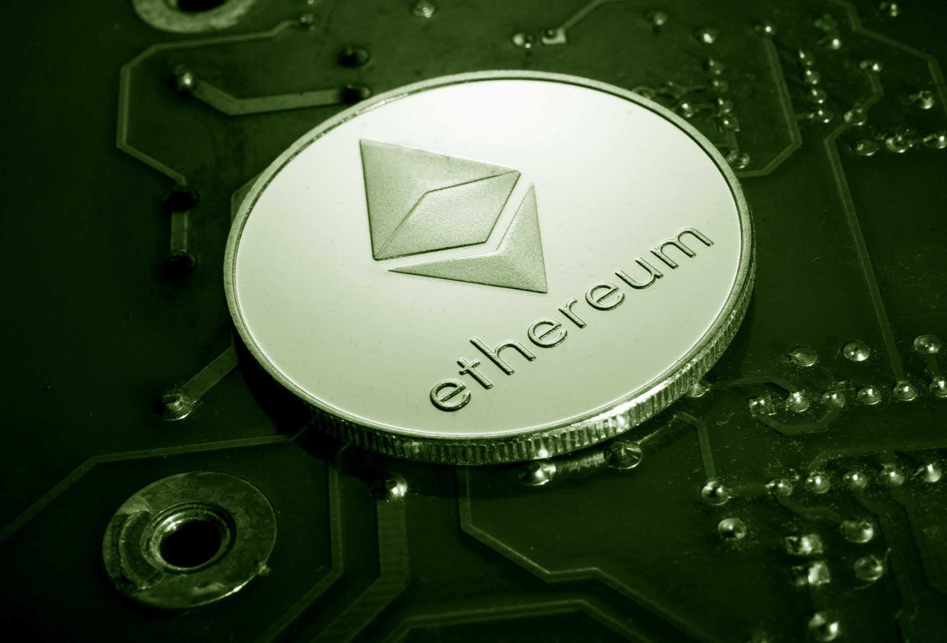 https://ambcrypto.com/buterin-says-the-big-difference-between-ethereum-and-bitcoin-is/